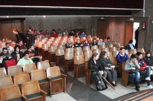 Asistentes instantes antes al comienzo de la conferencia